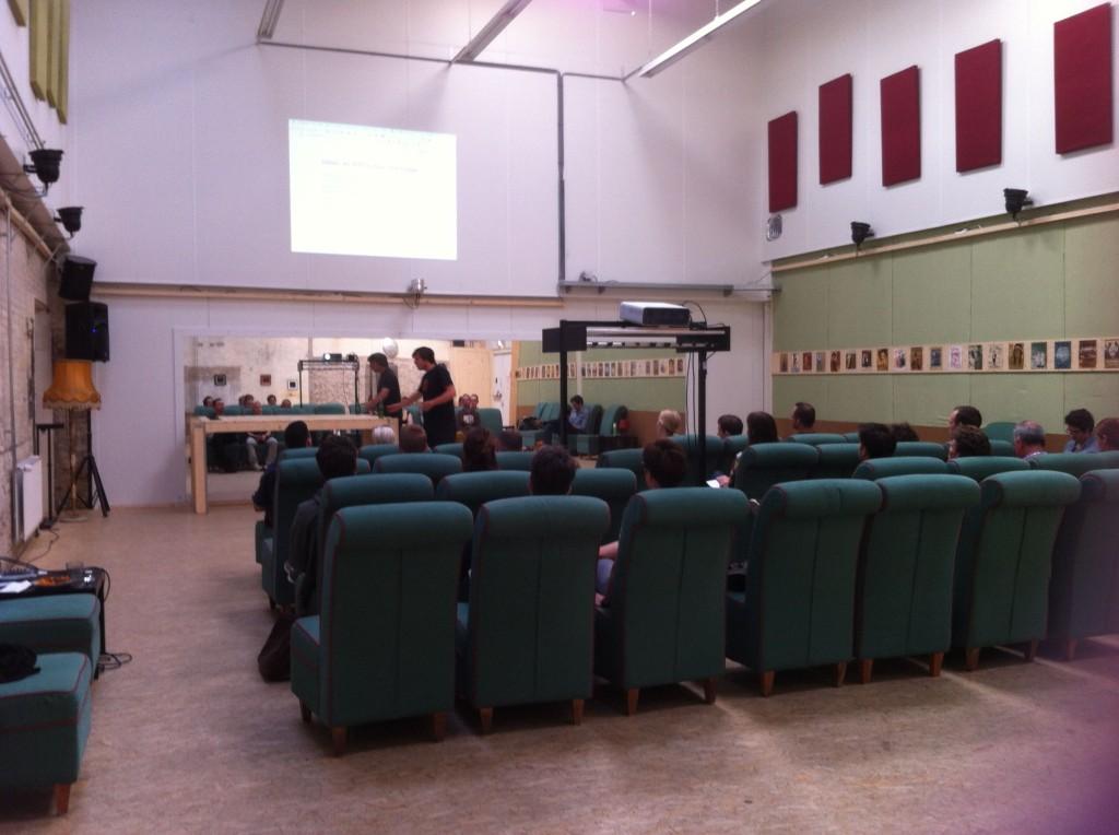 De Danswerkplaats in bioscoopopstelling. 37 stoelen aanwezig